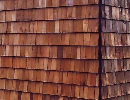 """"""" Jeg synes det er vigtigt, at vores projekter altid renoveres med respekt for omgivelserne. Det gør vi bl.a. i Bredballe ved at beklæde facaderne med tækkespån og begrønne tagfladerne. """""""